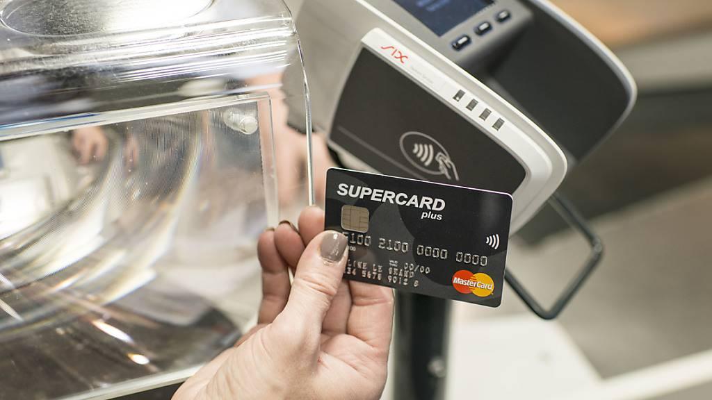 Kreditkartenbetreiber erhöhen Kontaktlos-Limite auf 80 Franken