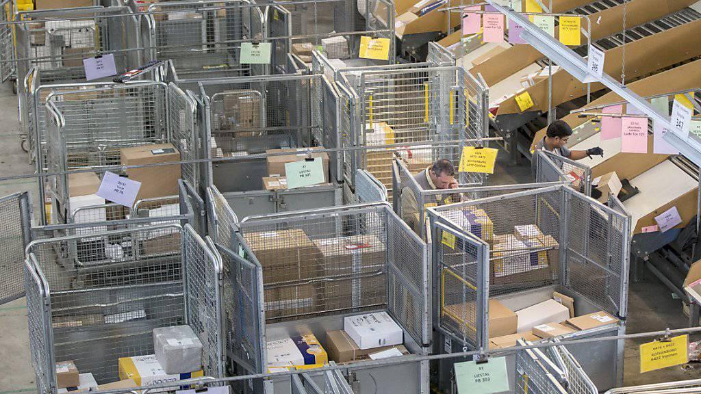 Die Post hat vor Weihnachten besonders viel zu tun: Verteilzentrum Härkingen  (Archiv).