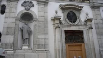Die Fassade der Jesuitenkirche erstrahlt in neuem Glanz
