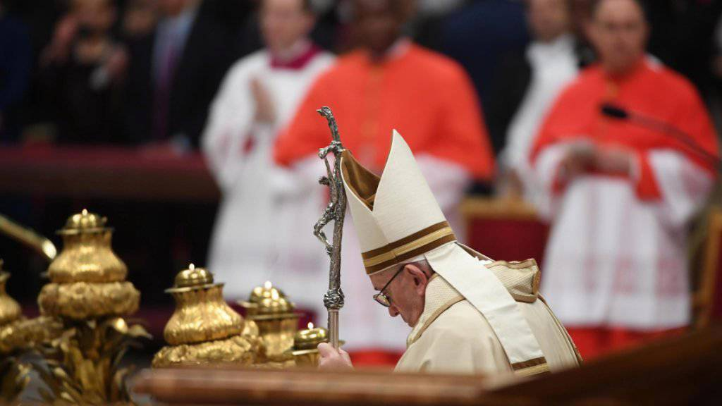 Der Papst hat neue Kardinäle ernannt. Bei einer Messe im Petersdom in Rom bedauerte das Oberhaupt der katholischen Kirche die zunehmende Polarisierung in der Gesellschaft.
