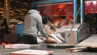 Zur Vorweihnachtszeit im Paketzentrum Härkingen