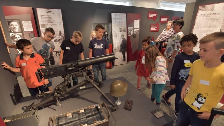 Das Highlight für Jungs: Das ausgestellte Maschinengewehr