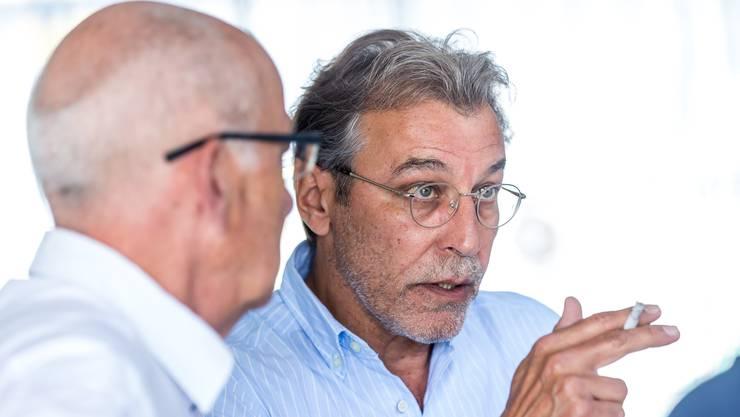 René Meier, rechts, diskutiert mit Lucien Tschachtli.
