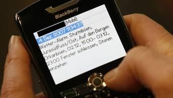 Nach dem Wetteralarm soll es nun einen SMS-Alarm für Gehörlose geben (Archiv)