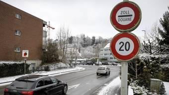 Am Grenzübergang Allschwil/Hégenheim ist die Geschwindigkeitsbegrenzung schon länger signalisiert – neu ist dies an allen Übergängen im Baselbiet so.