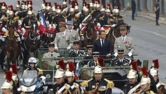 Präsident Emmanuel Macron auf den Champs Élysées anlässlich der Militärparade zum Nationalfeiertag am 14. Juli