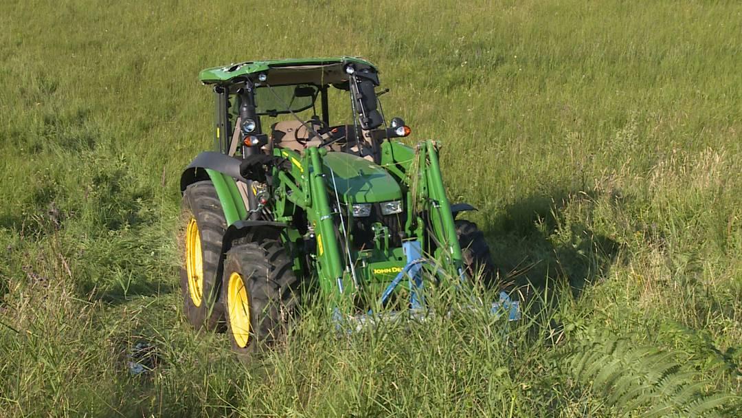 Samstagern: Unfall mit Traktor fordert zwei Schwerverletzte