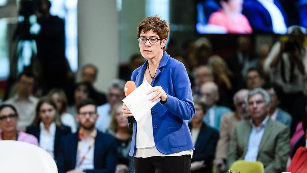 CDU-Chefin Kramp-Karrenbauer wird deutsche Verteidigungsministerin
