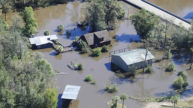 """Notstand in North Carolina: Der Sturm """"Matthew"""" sorgt für Überschwemmungen und Lebensgefahr im US-Bundesstaat."""