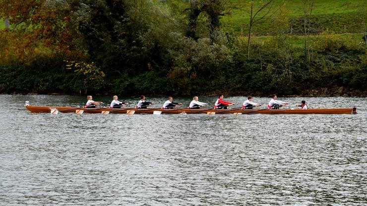 Das mit Juniorinnen und Junioren gemischt besetzte Solothurner Holzboot. Das Achterrennen des Solothurner Ruderclubs ist immer ein besonderer Anlass.