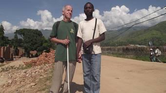 Foto aus dem Privatarchiv: Martin Näf und Alain Saasita im Ostkongo.
