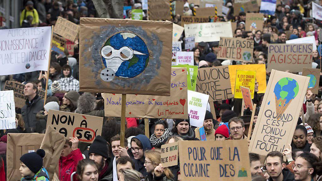 Der Klimastreik der Jungen wurde am Dienstag von zahlreichen Rednern im Waadtländer Kantonsparlament als Fingerzeig für eine aktivere Umweltpolitik verstanden. (Archivbild).