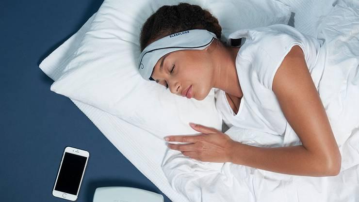 Das Tech-Stirnband misst die Hirnwellen im Schlaf.