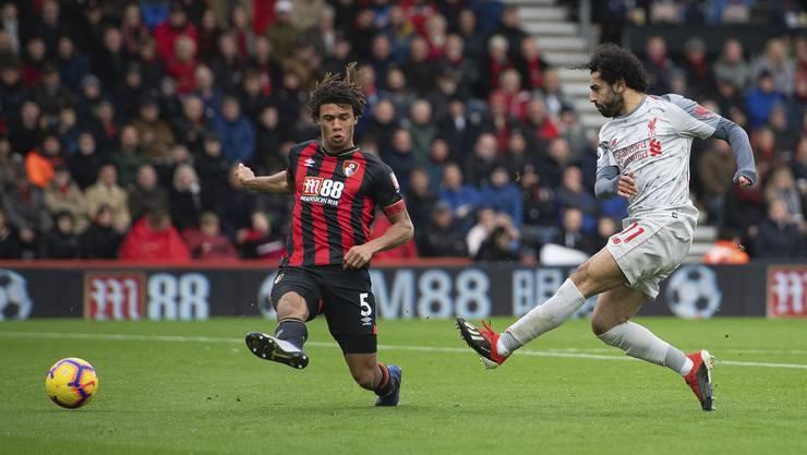 Der ehemalige FCB-Spieler Mohamed Salah (r.) schoss Liverpool mit drei Treffern praktisch im Alleingang zum 4:0-Sieg gegen Bournemouth.