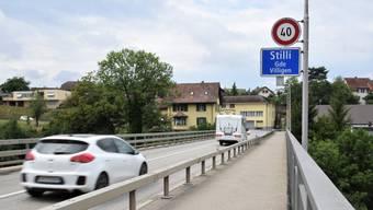 Im Bereich der scharfen Kurve bei der Steigung besteht eine Geschwindigkeitsbegrenzung auf 40 km/h.