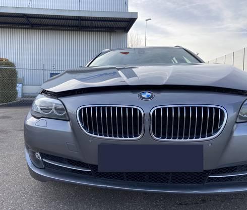 An der Industriestrasse wurde eine Frau von einem BMW erfasst und verletzt.