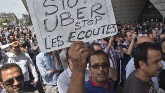 Pariser Taxifahrer protestieren gegen Uber-Fahrdienste.