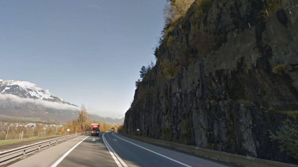 Die Felswand an der Autobahn A8 in Kägiswil OW wird neu gesichert.