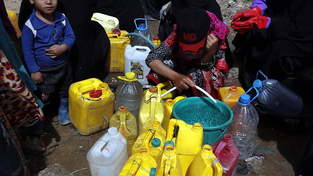 Menschen im Jemen leiden extreme Not. Nach Informationen der Hilfsorganisation Oxfam sind fast 7 Millionen Menschen im Jemen von Hunger bedroht.
