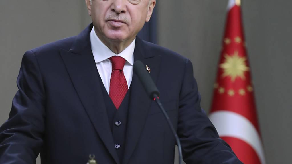 Der Präsident der Türkei, Recep Tayyip Erdogan, sieht seinen Staat im Recht über die Erdgassuche im Mittelmeer. Foto: -/Turkish Presidency/AP/dpa