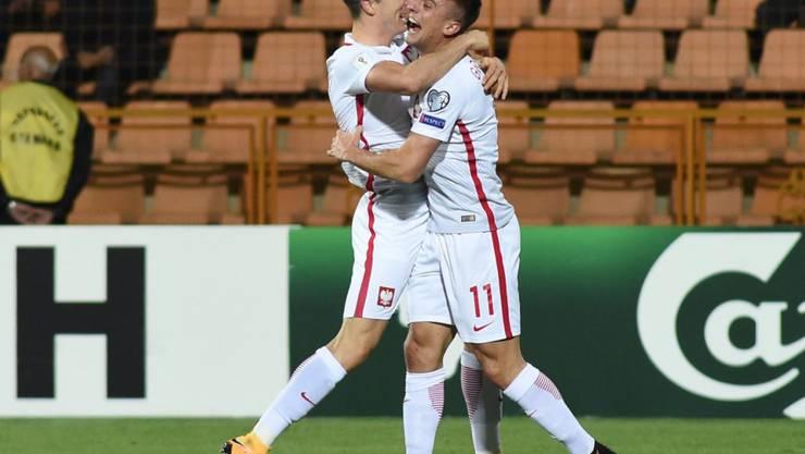 Fast am Ziel: Robert Lewandowski (li.) und Kamil Grosicki feiern Polens Kantersieg in Armenien