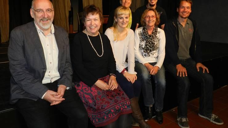 Die zurücktretenden Vorstandsmitglieder (v. l.) Fridolin Kurmann, Heidi Ehrensperger und Myrtha Bonderer mit ihren Nachfolgern Claudia Gabler, Anna Michel und Pascal Eichenberger sowie dem neuen Präsidenten Simon Landwehr.BA