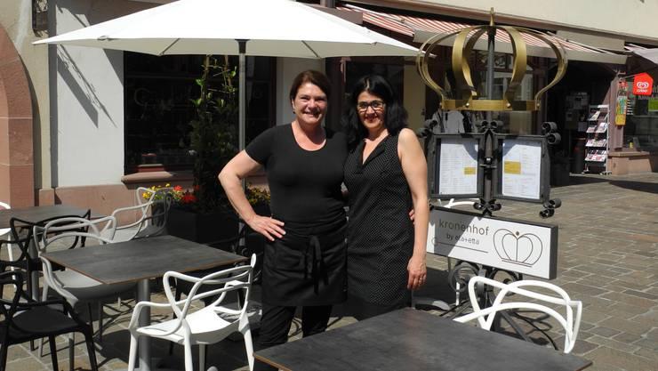 Gabriela Anda (l.) und Antonietta Tonto freuen sich auf ihre erste Fasnacht im «Kronenhof».