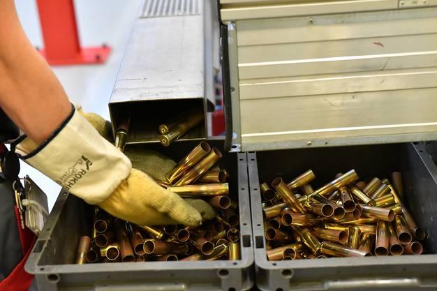 Die Saltech AG gewährte den Behörden Einblick in ihre Munitionsproduktion.
