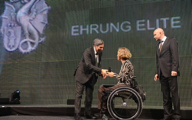 Die Rollstuhl-Badminton-Spielerin Karin Suter wurde zur Basler Sportlerin des Jahres gewählt.