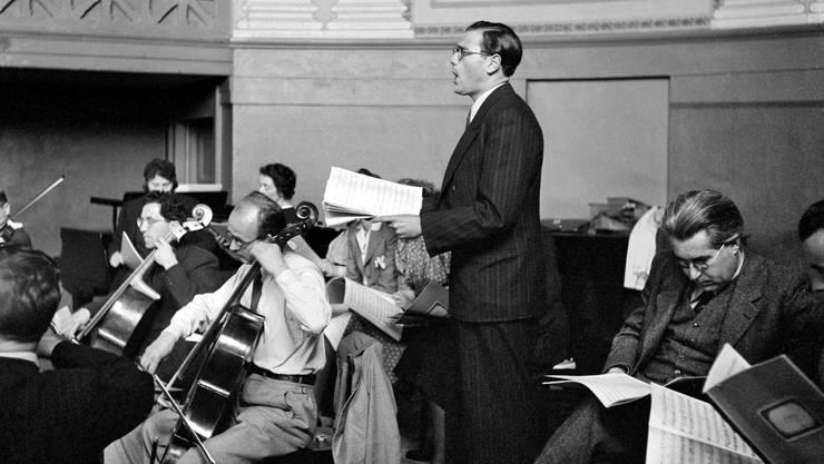 Ernst Haefliger während einer Probe am Schweizerischen Tonkünstlerfest im Jahr 1942.