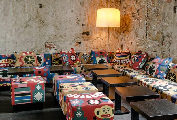 Ein Wettbewerb entschied, mit welchen Stoffen, die neuen Möbel bezogen werden.
