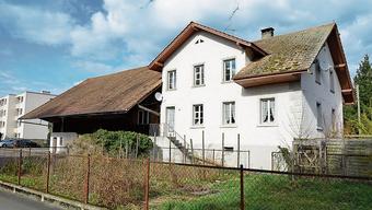 Das alte Bauernhaus an der Ecke Leerber/Kirchenbündten soll abgerissen werden, Spittel und Spycher aber dafür restauriert.