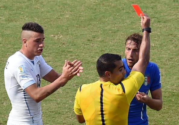 Marchisio wird nach einem umstrittenen Tackling mit der roten Karte bestraft