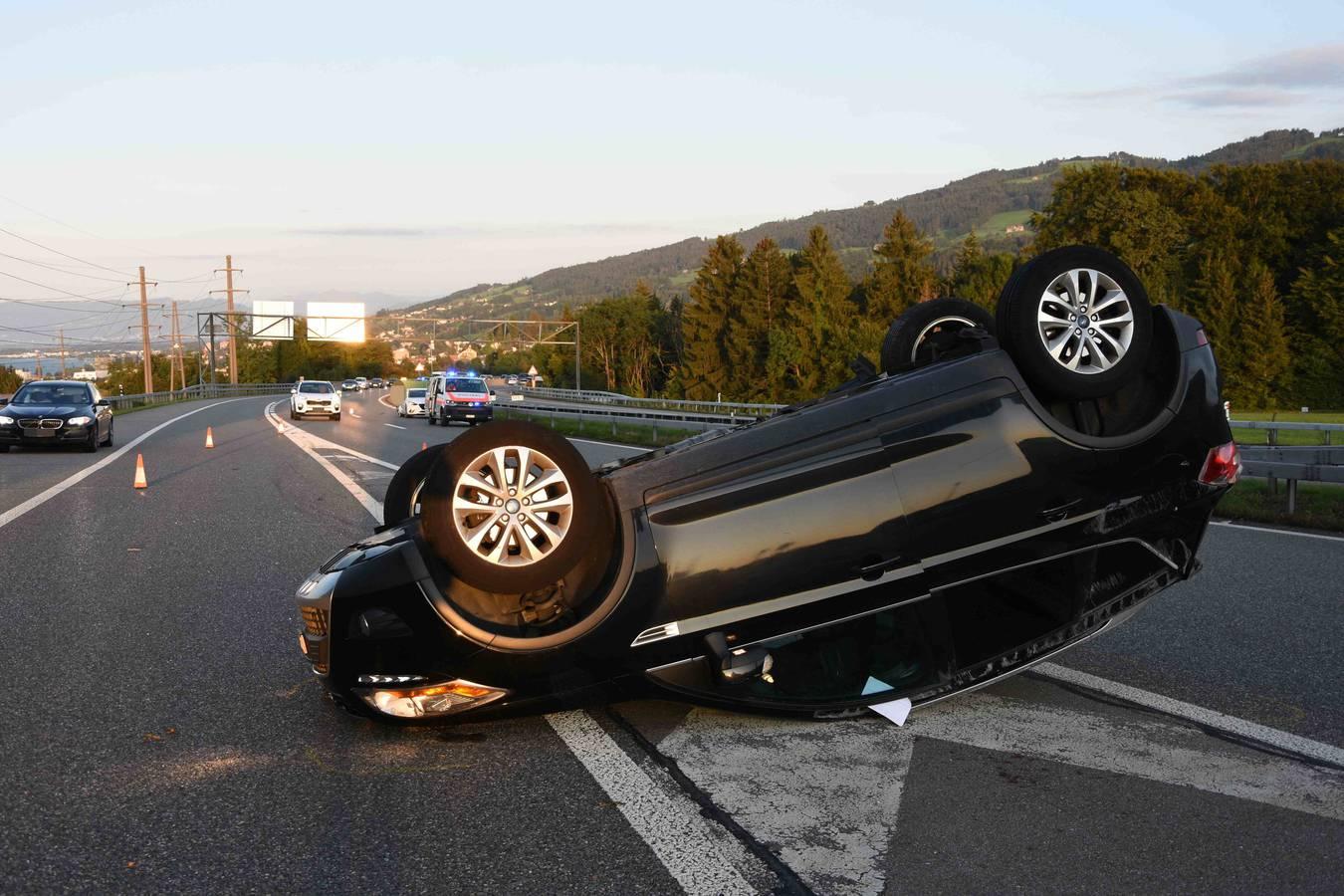 Mehrere Unfälle auf Stadtautobahn (© Kapo SG)