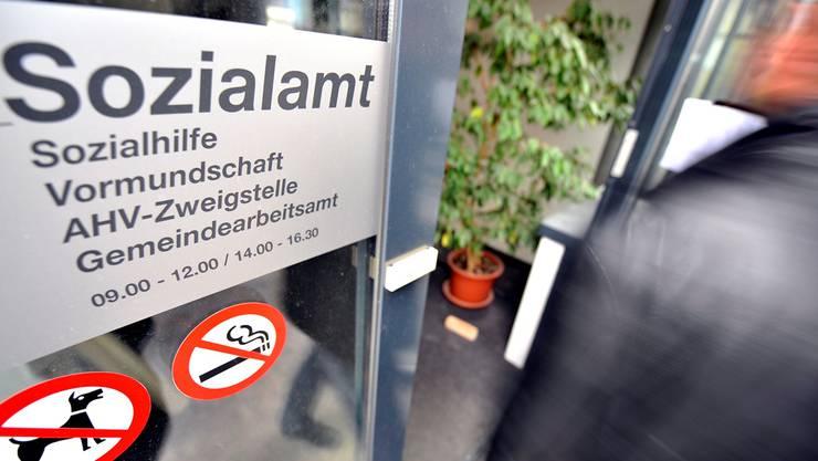 Laut Auftrag der FDP-Fraktion soll der Regierungsrat dem Parlament eine Änderung des Sozialgesetzes vorlegen mit dem Ziel, «dass das Kostenbewusstsein der Sozialregionen gestärkt wird». (Themenbild).