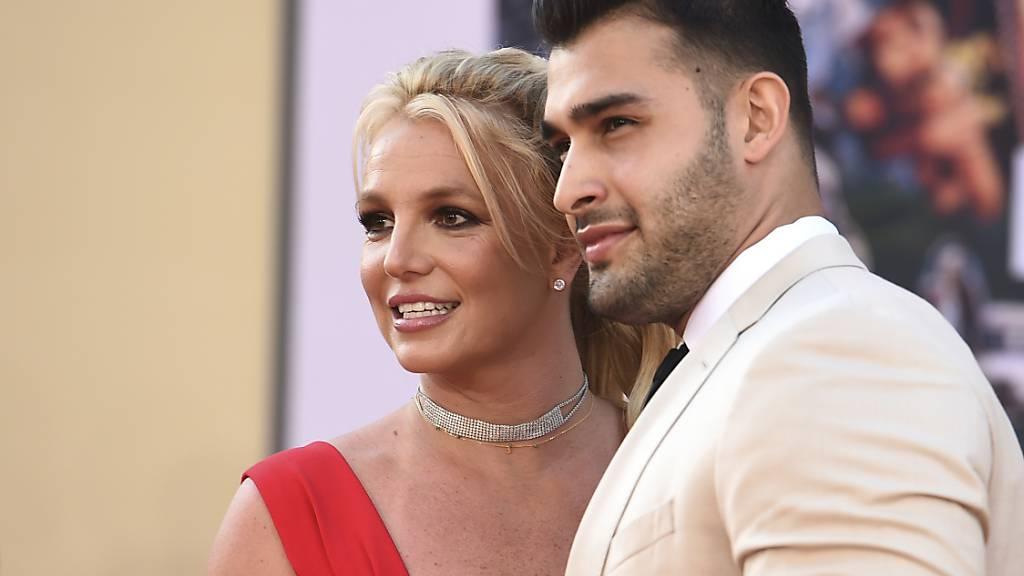 Sängerin Britney Spears und Freund Sam Asghari bei der Premiere des Films «Once Upon a Time in Hollywood» 2019. Nun gaben sie ihre Verlobung bekannt.