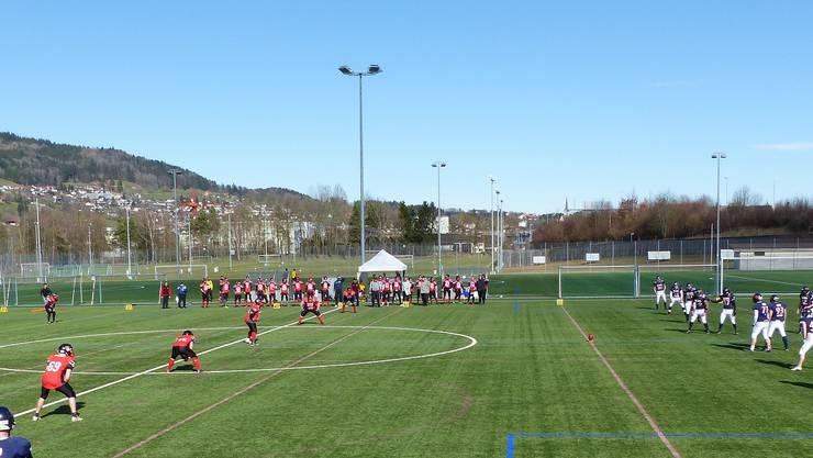 Beginn des Freundschaftsspiel in St. Gallen. (Fotos: regiosport.ch - dürfen unter Nennung des Fotografen frei verwendet werden)