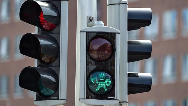 Im dänischen Aarhus zeigen neu Wikinger-Männchen den Fussgängern an, wann die den Zebrastreifen überqueren dürfen.