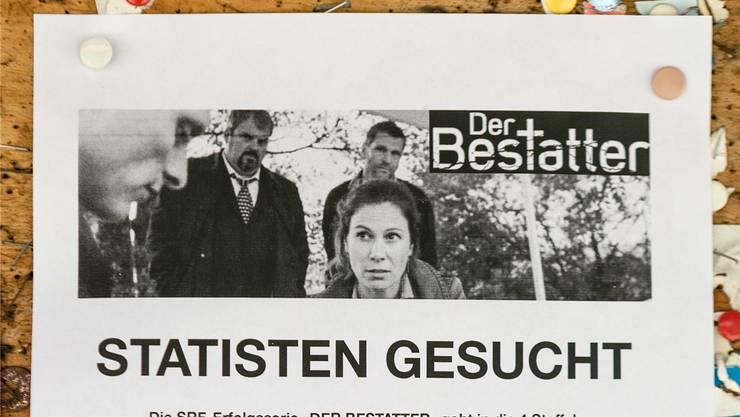 Dieser Flyer hängt beim Freienwiler Milchhaus: Für die TV-Serie werdenStatisten gesucht. Sandra Ardizzone
