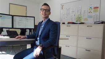 """""""Mein Bürostuhl ist bequem – und trotzdem nicht immer im Einsatz"""": Daniel Sonderegger im Gemeindeschreiber-Büro in Münchwilen."""