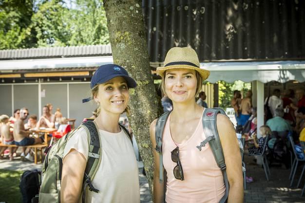 Gut geschützt! Denn sie müssen noch ein paar Etappen durchhalten: Rebekka Balzarini und Maria Brehmer aus der»Nordwestschweiz»-Redaktion, die auch noch auf den letzten fünf Leserwanderungen dabei sein werden.