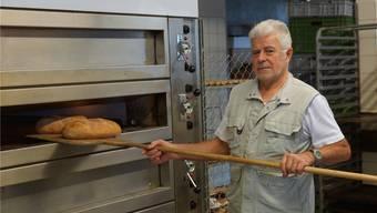 Peter Moos backt seine Brote auch nach 32 Jahren noch mit Leidenschaft. kob