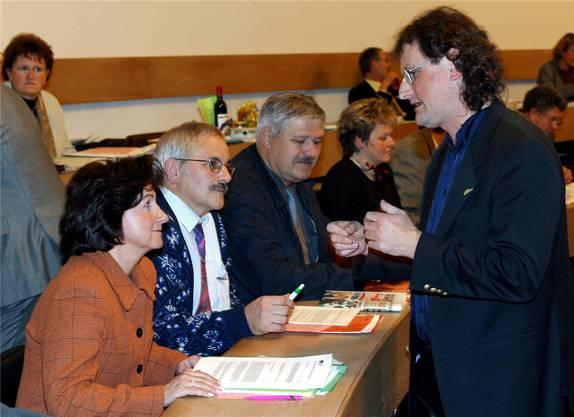 2002 im Aargauer Grossen Rat, unter anderem mit Geri Müller (stehend). Bild: André Albrecht