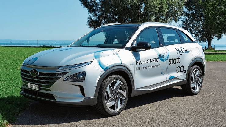 Der Hyundai Nexo mit Brennstoffzellenantrieb: Die Brennstoffzelle wandelt die im Wasserstoff enthaltene Energie mittels einer chemischen Sauerstoff-Reaktion in Strom um, der den Elektromotor antreibt.