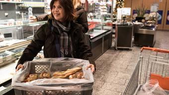 Hélène Vuille liefert Esswaren in ein Obdachlosenhospiz