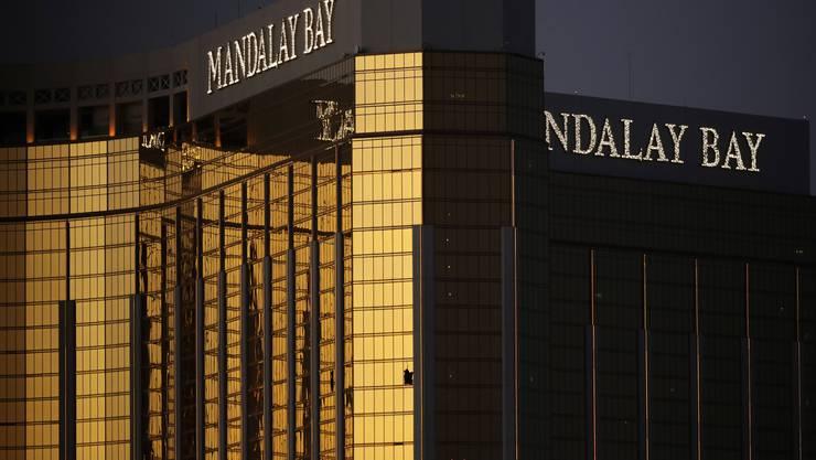 Die zerbrochenen Fenster im 32. Stock des Mandalay Bay Hotels.