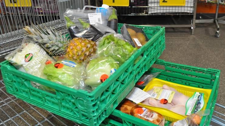 Die TopCC Märkte bieten nun auch Lebensmittelpakete an, die Kunden mit der App «Too Good To Go» vergünstigt kaufen können.