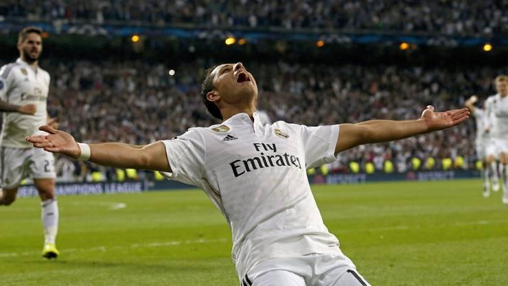 Chicharito feiert sein spätes Tor, welches Real Madrid in die Halbfinals bringt.