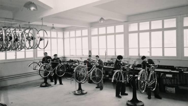 «Bauschter Gschichte» erscheint am 6. Dezember zum letzten Mal. In der neuesten Ausgabe ist die Firma Mondia ein Thema. Ein Bild aus den 1940er-Jahren.