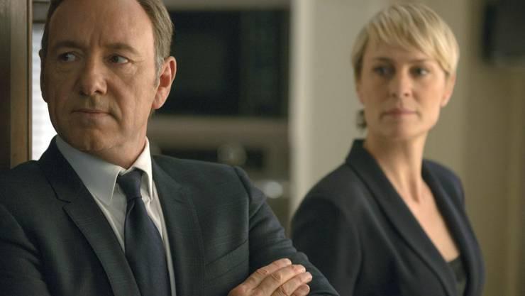 """Robin Wright (r), die First Lady in """"House of Cards"""" beklagt, dass der Serie wegen Donald Trump die Gemeinheiten ausgehen. (Archivbild)"""